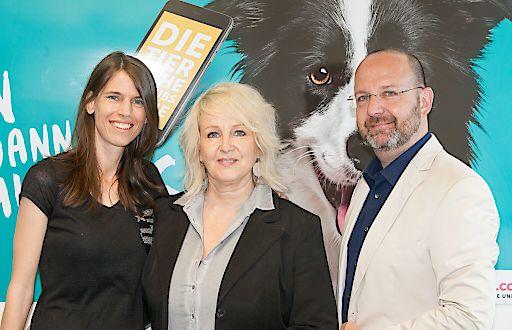 Das Ferienportal Tierischer-Urlaub.com überzeugte die Fachjury beim diesjährigen T.A.I. Werbe Grand Prix! Am Bild v.l.n.r.: Mag. Claudia Pertl (Projektleitung Tierischer-Urlaub.com), Ruth M. Büchlmann (CEO & Founder UPPERCUT group) und Ing. Daniel Brandstätter (CEO & Founder UPPERCUT group). Der begehrte Tourismus-Award wurden im feierlichen Rahmen im Hilton Vienna überreicht.