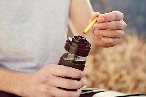 Im Büro, zu Hause, beim Sport oder im Urlaub: Mit einfachen Handgriffen wird die stylische Flasche mit Wasser befüllt und die jeweilige Geschmackskapsel in den Flavorizer™ eingelegt.