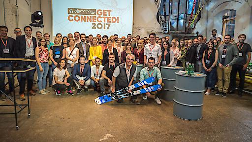 """elements """"Get Connected!""""Gruppenfoto 2017 mit allen Teilnehmern und Speakern."""