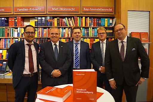 """Präsentation des """"Handbuches Strafverteidigung"""" mit Vizekanzler Brandstetter in der Buchhandlung MANZ"""
