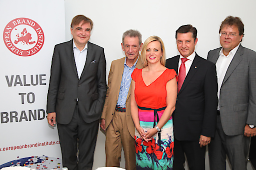 Im Bild vl.: Gerald GANZGER (Partner Lansky, Ganzger & Partner), Helmut Hanusch (Generalbevollmächtigter Verlagsgruppe NEWS), Monika POECKH-RACEK (Vorstandsvorsitzende Admiral Casinos & Entertainment AG), Gerhard HREBICEK (Herausgeber Österreichische Markenwert Studie 2017, Vorstand European Brand Institute), Gernot MITTENDORFER (CFO, Member of the Management Board, Erste Group Bank AG)