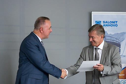 EBRD Director Dariusz Prasek mit Slonit Anhovo Geschäftsführer Julijan Fortunat