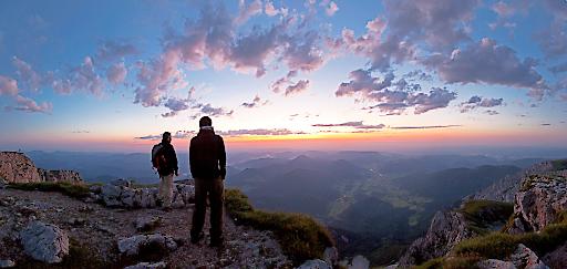Mit dem Puchberger Bergführer Peter Groß am frühen Morgen den Schneeberg erklimmen und am höchsten Gipfel Niederösterreichs den Sonnenaufgang erleben.