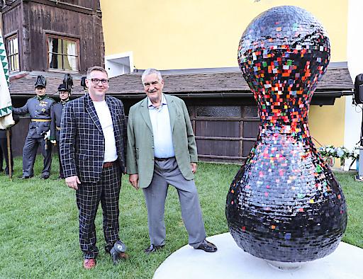 Enthüllung der Skulptur für Karel Schwarzenberg in Murau in der Steiermark.Foto: Franz Neumayr 14.8.2017.m Bild v.l. Karel Fürst Schwarzenberg und Künstler Stefan Glettler