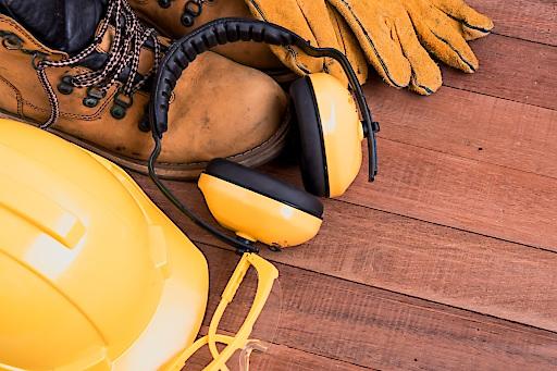 Die Persönliche Schutzausrüstung (PSA) ist wichtig und nützlich. Sie kann aber auch schick sein, beweist eine Veranstaltung der TÜV AUSTRIA Akademie im Oktober. www.tuv-akademie.at/sicherheitstag-2017
