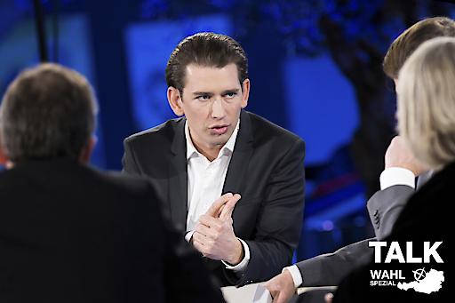Drei Bürger diskutieren auf Augenhöhe mit Sebastian Kurz.