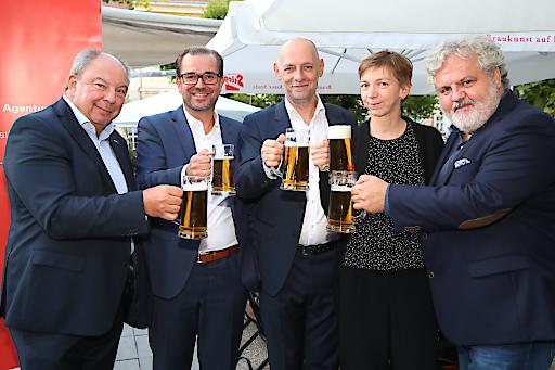 https://www.apa-fotoservice.at/galerie/9859/ APA-Bieriger 2017, v.l.n.r.: Werner Müllner, Clemens Pig, Marcus Hebein, Katharina Schell und Johannes Bruckenberger (alle APA)