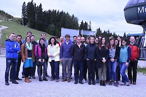 Das Team des Verkehrsverbund Tirol mit LHSTV.in Ingrid Felipe und VVT Geschäftsführer Alexander Jug setzt eine Herbstoffensive um und erarbeitete eine neue Strategie 2020.