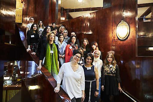 Christine Marek (vorne links) mit Mentorinnen und Mentees des ersten Durchganges von MiA Mentoring. Auftakt mit Treffen im Looshaus