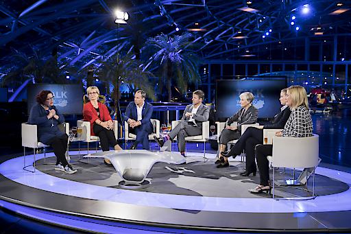 """Die Gesprächsrunde beim gestrigen """"Talk im Hangar-7 -Wahl-Spezial"""" bei ServusTV"""