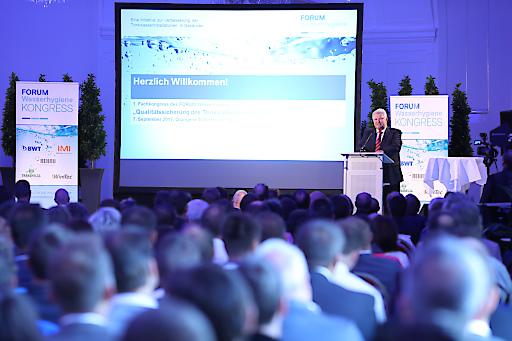 https://www.apa-fotoservice.at/galerie/9851 Im Bild: Präsident KR Herbert Wimberger eröffnet den ersten Fachkongress des FORUM Wasserhygiene
