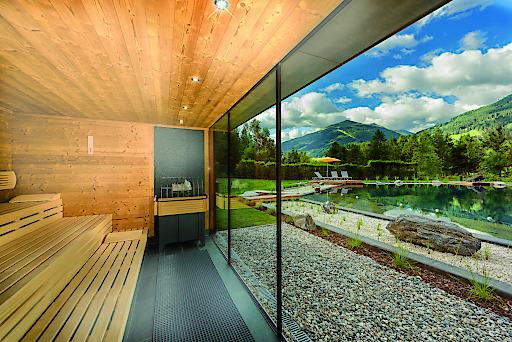 klafs sauna am neuen badesee in der alpentherme gastein begeistert mit herrlichen ausblicken. Black Bedroom Furniture Sets. Home Design Ideas