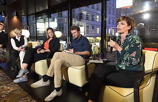 "Frauenministerin Pamela Rendi-Wagner, Geschlechterforscher Paul Scheibelhofer und Regisseurin Katharina Mückstein bei ""Team-A""-Diskussion."