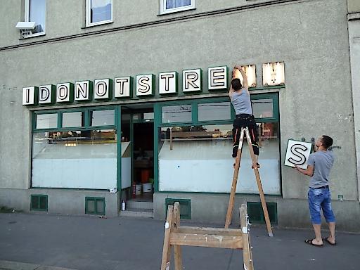 """WIENWOCHE 2017 - """"Nach Geschäftsschluss"""" / Wiener Leerstandsanagramme Motiv: """"I DO NOT STRESS"""""""