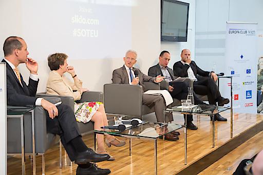 https://www.apa-fotoservice.at/galerie/9938/ Im Bild v.l.n.r: Jörg Wojahn, Sonja Punscher Riekmann, Stefan Lehne, Robert Stehrer, Paul Schmidt.