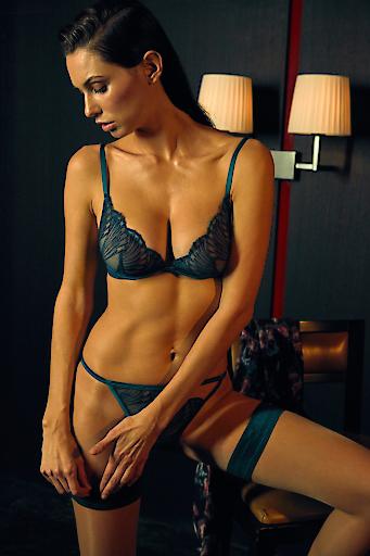 Palmers Delicate Fan Bralette EUR 49,99 String EUR29,99 Stay-ups EUR 19,99