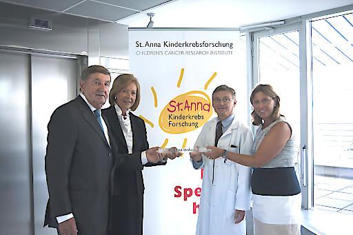 Zu seinem runden Geburtstag unterstützt Komm.-Rat Alfred Umdasch die St. Anna Kinderkrebsforschung