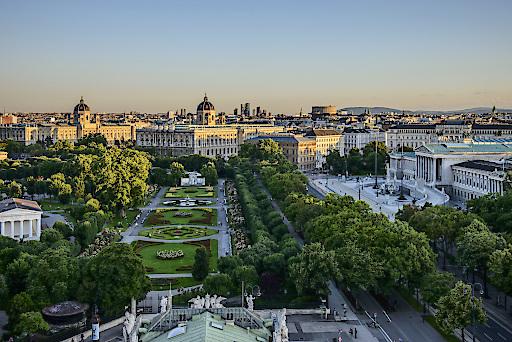 Blick vom Burgtheater über die Ringstraße