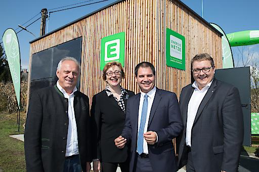 v.l.n.r.: Alfred Lenz (Bürgermeister von Heimschuh), Theresia Vogel (Geschäftsführerin des Klima- und Energiefonds), Landeshauptmann-Stellvertreter und Eigentümervertreter Michael Schickhofer, Martin Graf (Vorstandsdirektor der Energie Steiermark). Gemeinsam starteten sie den LEAFS-Feldversuch in Heimschuh.