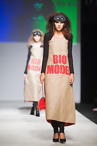 Modeschau der GDG @ Vienna Fashion Night mit Jutesack- Biomodel