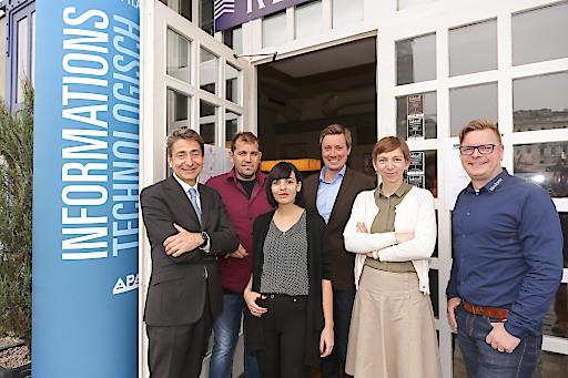 """https://www.apa-fotoservice.at/galerie/9835/ Expertentalk zum Thema """"Haben wir (noch) die Wahl? – Experten diskutierten den Einsatz von News-Tech in der Politik"""" beim APA-IT-BusinessBreakfast, v.l.n.r. Nikolaus Forgó (Universität Wien), Markus Sulzbacher (derStandard.at), Claudia Zettel (Futurezone.at), Alexander Raffeiner (Moderator), Katharina Schell (APA), Andre Wolf (Mimikama)"""