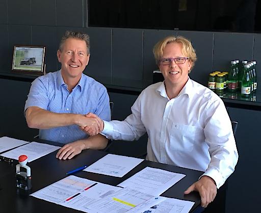 Vertragsunterzeichnung für Lohnfertigung von Turbodiesel-Außenbordmotoren, Neander Shark & STEYR MOTORS