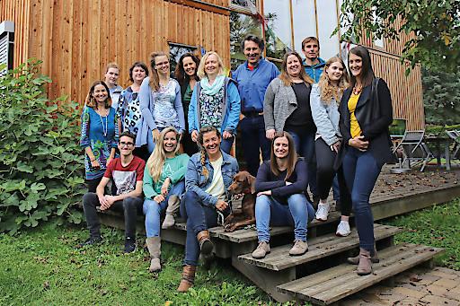 Das Büroteam von Weltweitwandern. Das Grazer Unternehmen boomt. Der Umsatz hat sich seit 2010 mehr als verdoppelt. Sieben neue MitarbeiterInnen werden demnächst das Team im Grazer Basecamp verstärken.