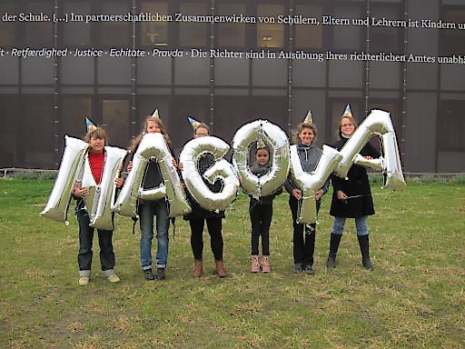 """Der Verein ARCHE NOAH """"feiert"""" den 3. Jahrestag des UN-Nagoya-Protokolls vor dem temporären Parlamentsgebäude in Wien – Österreich hat das Protokoll 2011 unterschrieben, aber immer noch nicht umgesetzt."""