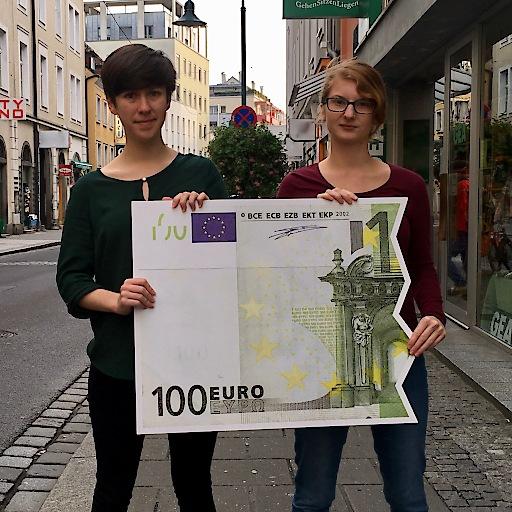 'BILD zu OTS - Nicht zufrieden mit nur einem Teil vom Ganzen: Flora Petrik und Teresa Griesebner von KPÖ PLUS.