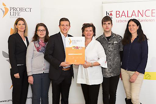 """PROJECT Immobilien spendet zum Baustart von """"Mein Cottage13"""" 3.000 Euro an den Verein BALANCE – Leben ohne Barrieren."""