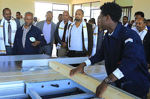 Menschen für Menschen stattete das Berufsausbildungszentrum mit Geräten und Maschinen für einen praxisorientierten Unterricht aus.