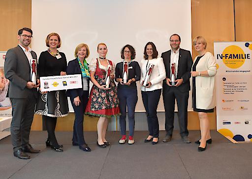 Ausgezeichnete niederösterreichische familienfreundlichste Siegerbetriebe 2017. Günther Schranz (Mater Salvatoris Alten- und Pflegeheim GmbH), Irene Bamberger (Vizepräsidentin IV-Familie), Waltraud Rigler (Landesvorsitzende FIW, Vorsitzende IV-Familie-Kuratorium), Isabella Dober (Haustechnik Farthofer e.U.), Monika Enigl (BIOENERGIE+2020 GmbH), Christina Lohninger (Moorheilbad Harbach Betrieb GmbH & CO KG), Helmut Pfeffer (FH Wr. Neustadt)
