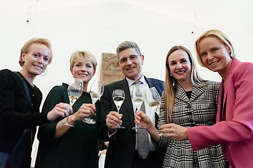 Freude am guten österreichischen Sekt bei Top-Unternehmerinnen und -Führungskräften.