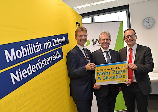 vlnr.: VOR-Geschäftsführer Wolgfang Schroll, NÖ-Verkehrslandesrat Karl Wilfing, ÖBB-RM-Ost Michael Elsner