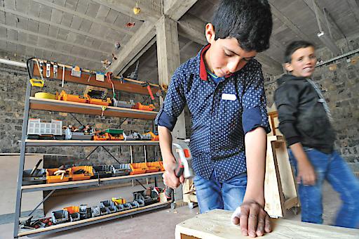 Für die älteren Schüler der école vivante in Marokko stehen auch Werkstätten zur Verfügung, in denen sie sich beruflich orientieren können. Unterstützt wird die Schule vom Verein Weltweitwandern Wirkt!
