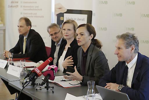 """Pressekonferenz """"Schulautonomie in der Praxis"""" - Virtuelle Klasse der HTL Mössingerstraße, Klagenfurt"""