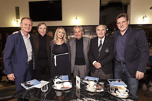 Im Bild von links nach rechts: Palme, Netzer, Happel, Hasil, Körner, Herzog