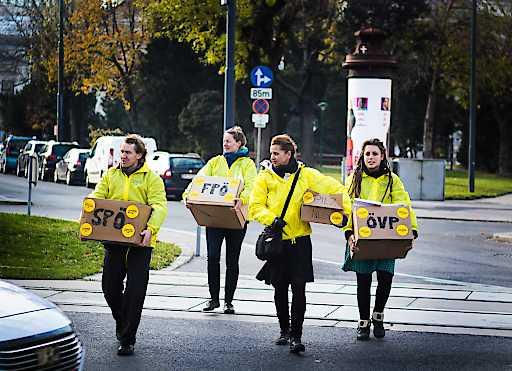 Österreich entscheidet übergibt Demokratie-Starterpaket an Nationalratsabgeordnete