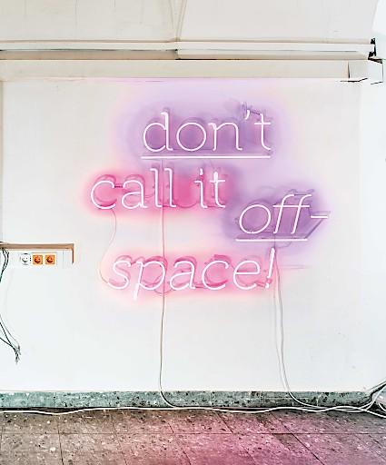 'don't call it off-space!' Covermotiv der Publikation