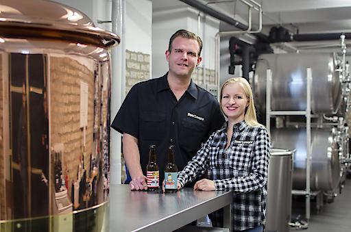 Diplom-Biersommelier Markus Betz und Pressechefin Kathrin Rauscher