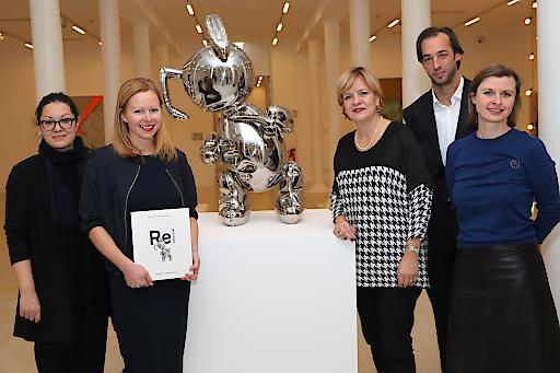 """http://www.apa-fotoservice.at/galerie/9196 Im Bild vl: Naoko Kaltschmidt (Gastkuratorin """"Remastered: Film""""), Verena Gamper (Kuratorin der Kunsthalle Krems), Barbara Schwarz (Landesrätin NÖ), Florian Steininger (künstlerischer Direktor der Kunsthalle Krems), Julia Flunger- Schulz (Geschäftsführerin der Kunstmeile Krems)"""