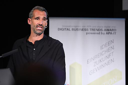 """Thomas Schwabl, Geschäftsführer des Marktforschungsinstituts Marketagent.com, präsentierte im Zuge der gestrigen DBT-Veranstaltung zum Thema """"Smart Living"""" die Ergebnisse der im Auftrag der DBT durchgeführten Umfrage zu """"Smart City und Smart Home""""."""