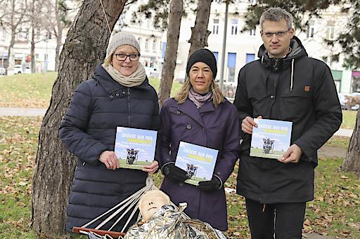 Vorstand des Verbandes - Oliver Löhlein, Bernadette Straka, Elke Beermann - haben klare Forderungen an die politischen Verantwortlichen.