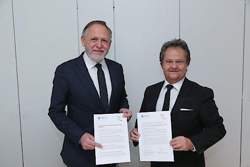 https://www.apa-fotoservice.at/galerie/11402 Unterzeichnung des 7-Punkte-Programms durch Christoph Zielinski (links) und Ingo Raimon (rechts)