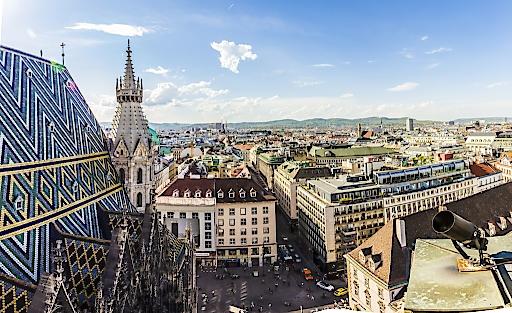 Pilotprojekt in Wien: Lokale Anbieter können zukünftig die Miles & More App nutzen, um Kunden vor Ort anzusprechen. (© Miles & More / Fotolia)