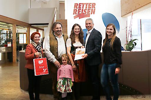 Hermann Retter und Doris Wolkner-Steinberger bei der Übergabe ders Preises an Fam. Blaesen auch Bruck/Mur.