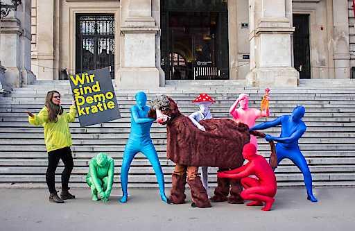 """Mit einer Kunstaktion macht die Plattform """"Österreich entscheidet"""" auf den Kuhhandel bei den Regierungsverhandlungen aufmerksam."""