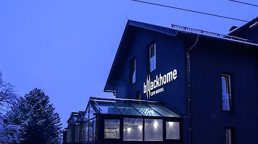 Außenansicht vom B(l)ackhome City Hotel