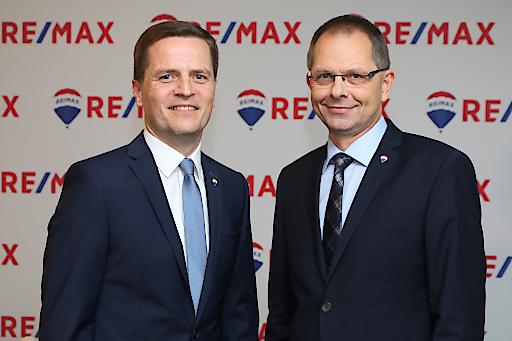 https://www.apa-fotoservice.at/galerie/11638 Im Bild vl.: Bernhard Reikersdorfer, MBA (Geschäftsführung RE/MAX Austria) und Mag. Anton Nenning (Managing Director RE/MAX Austria)