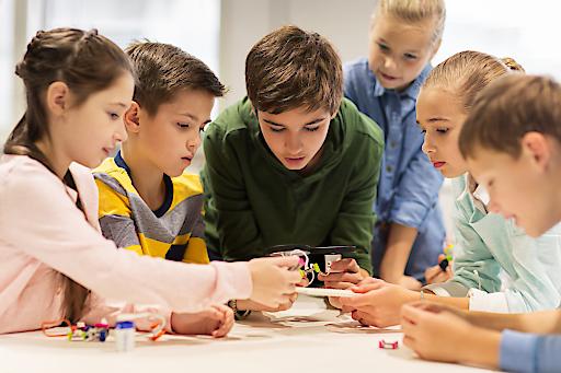 Von 5.-9. Februar 2018 können Kinder zwischen 7 und 14 Jahren beim RoboManiac Feriencamp beim BFI Wien gemeinsam Roboter bauen, tüfteln und probieren.